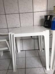 Título do anúncio: Mesa plástica branca e 3 cadeiras