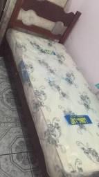 Vendo duas camas e dois colchões