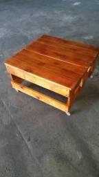 Mesinha de centro em madeira