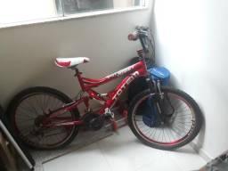 Bicicleta com amorteceder traseiro e dianteiro