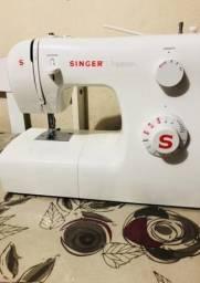 Máquina de costuma Singer