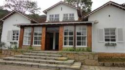 Casa com 9 quartos. Ideal para clínica, pousada, casa de repouso etc. Mosela- Petrópolis