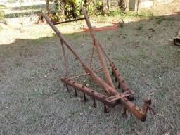 Arado Cultivador Antigo