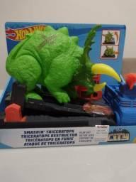 Pista Hotwheels triceratops