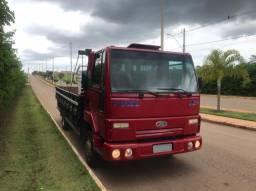 Caminhão Ford cargo 815e