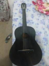 Troco um violão
