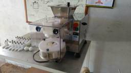Máquina de coxinha e misturela