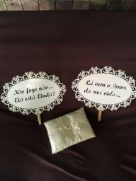 Porta aliança Tete Rezende, 02 plaquinhas entrada noiva e porta cofre