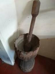 Pilão em madeira pura com 1 seculo de existencia