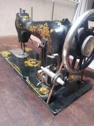 Máquina de costura PFAFF incrivelmente funcionando