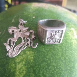 Vendo anel de prata são Jorge com oração gravada é pingente se são Jorge  de Prata