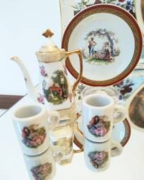 Lote de Miniaturas de Porcelana com cenário galante de época.