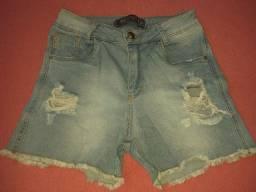 Título do anúncio: Vende-se dois shorts feminina tamanho 38 por 30 reais Telefone *