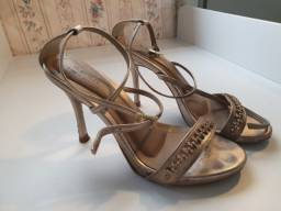 Título do anúncio: Sandália em couro com strass 36