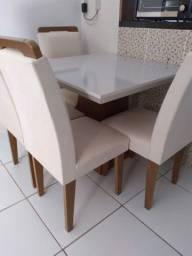 Messas com as cadeiras