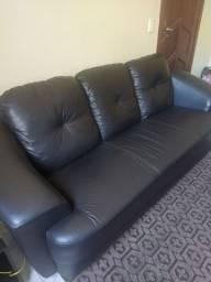 Vendo sofá 3 lugares em couro sintético cor preta