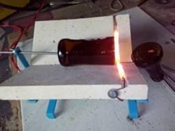 Máquina para cortar garrafas de vidro e garrafões