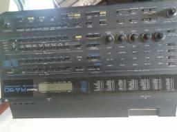 Módulo e Drum Machine Roland RA- 090