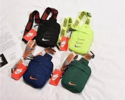 Título do anúncio: Pochete transversal Nike nova