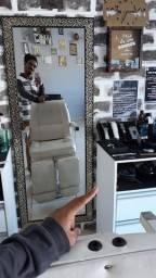 cadeira de barbeiro cabelereiro e espelho