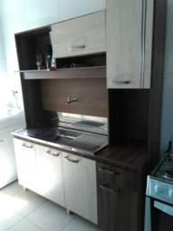 Cozinha semi nova com bacia