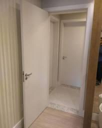 Portas internas completas instaladas e acabadas