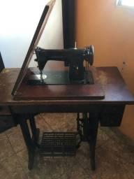 Maquina de costura antiga exelente