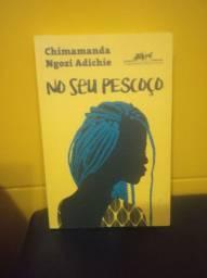 Livro  -  autora Chimamanda