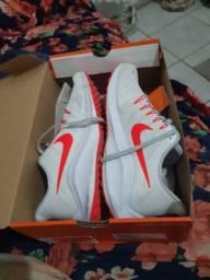 Oportunidade Vendo tênis Nike Aut Zoom Vomero 15 EU.