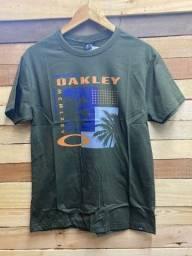 Camiseta por R$ 28,00 cada, à vista