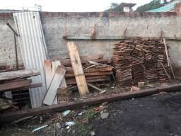 Doa se madeiras e telhas