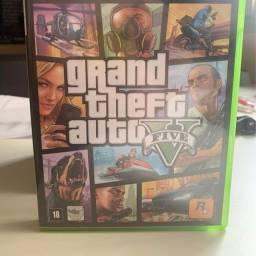 Título do anúncio: Gta V Xbox 360 pouco uso - com pôster mapa