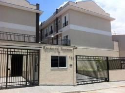 Sobrado em condomínio fechado, 2 vagas e 2 suítes na região de Santana