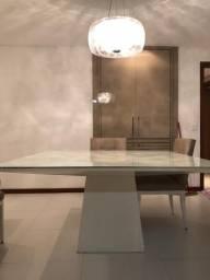 Mesa quadrada de laca com tampo de vidro