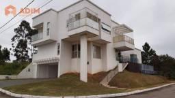 Casa mobiliada, 3 suítes no Condomínio Mirante em Camboriú/SC.