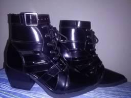 Bota Ankle Boot vazada