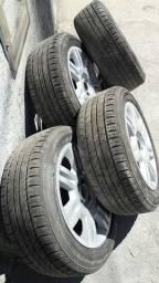 Rodas de liga com pneus novos