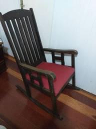 Vendo móveis de madeira maciça e sofá.