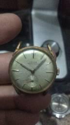 Vários relógios para coleção ou restaura