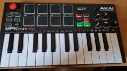 Teclado Controlador AKAI Mpk Mini Play<br><br>25