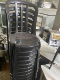 Cadeira plástico empilhável em ótimo estado