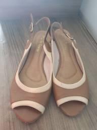 Sandália de couro-marrons claro