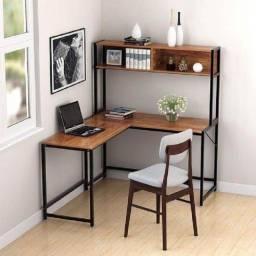 estantes e mesa