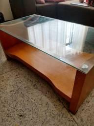 Mesa de centro com tampo de vidro