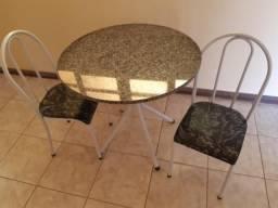 Mesa redonda tampo granito 4 cadeiras