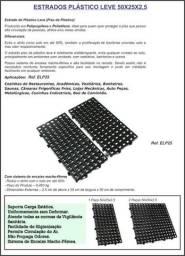 Base plastica estrados leve p/ canil 50x25x2,5 preto