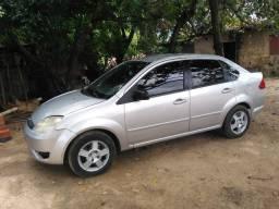 Carro Fiesta sedan - 2005