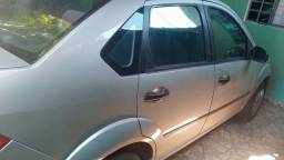 Ford Fiesta 1.6 completo sem ar