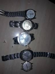 Vendo relógios todos por 600