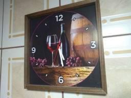 Lindíssimo relógio de parede 1 pilha produto novo em Cidreira-rs